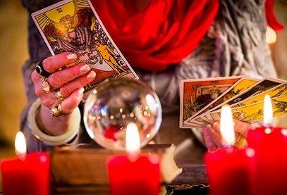 Voyance tarot amour gratuit et immédiat directement sur Internet avec une cartomancienne gratuite en ligne